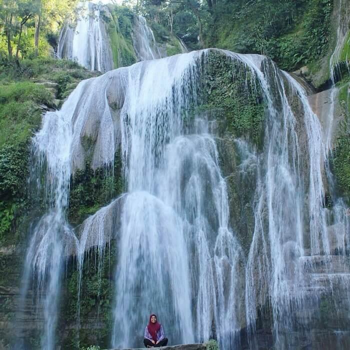 Air Terjun Hirumanu yang masiha da dalam 1 kawasan kabupatend negan pantai watu parunu