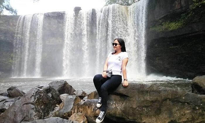 penampilan indah air terjun Riam MAresap cocok digunakan untuk latar foto