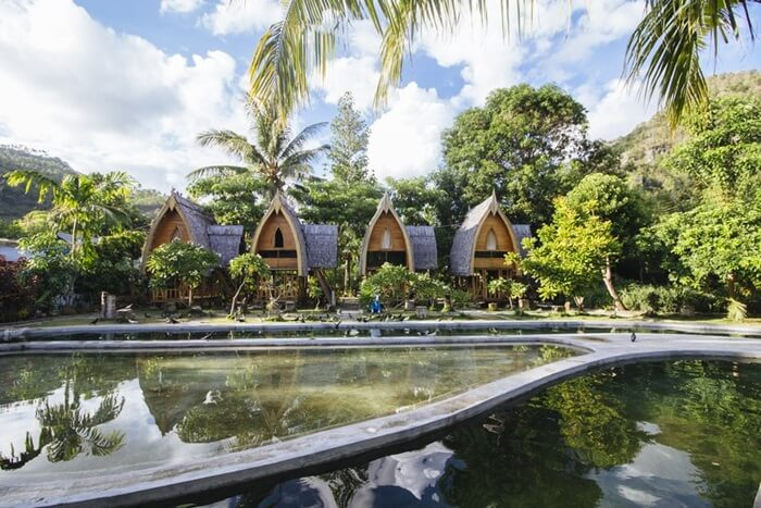 Desa Adat Bubohu ditetapkan sebagai Desa Wisata Religius. Hal ini karena pesona dari wisata budaya yang tersimpan baik di desa ini. Desa adat ini juga merupakan sebuah pesantren alam.