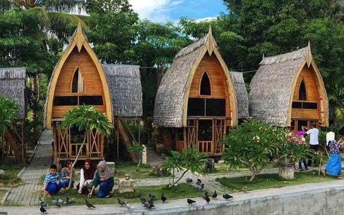 pesantren di desa adat Bubohu selain bangunan yang menyatud neganalam, kurikulum pun didesain untuk mendekatkan santri dengan alam