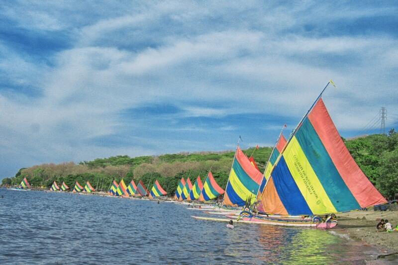 Deretan Perahu Layar Mirip Suasana Di Bali