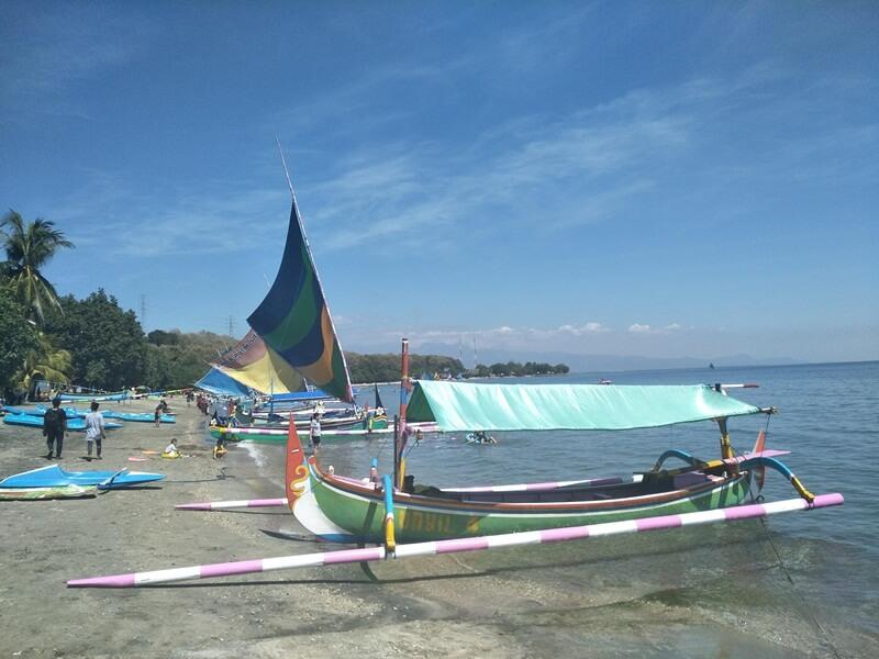 Penyewaan Perahu Di Pasir Putih Situbondo