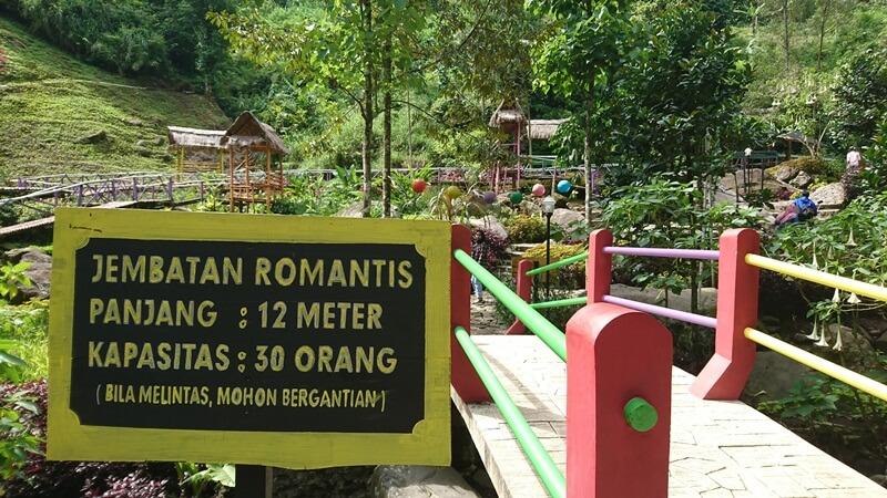 Salah Satu Jembatan Yang Ada Di Srambang Park