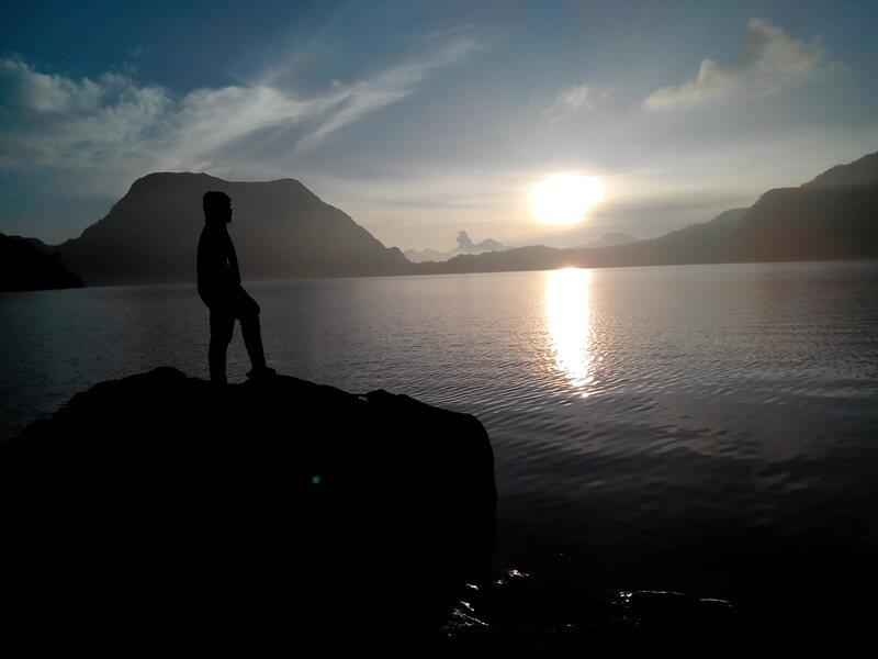 view gunung di sekitar danau