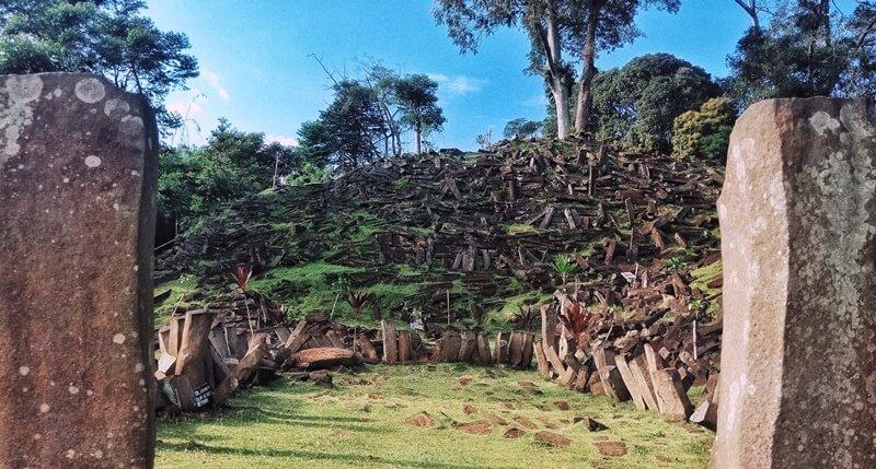 Pro Kontra Tentang Gunung Padang
