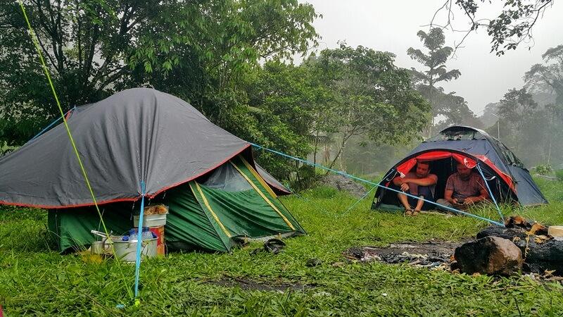 Camping Di Tengah Alam