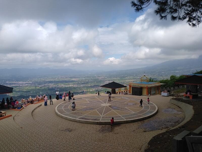 Panorama Alam Di Puncak Bukit Singgalang