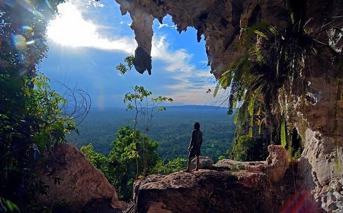 Sebagai lokasi wisata, mereka yang berkunjung ke kawasan Karst Sangkulirang-Mangkalihat akan disuguhkan pemandangan ornamen alami berupa stalagtit dan stalagmit mengagumkan.
