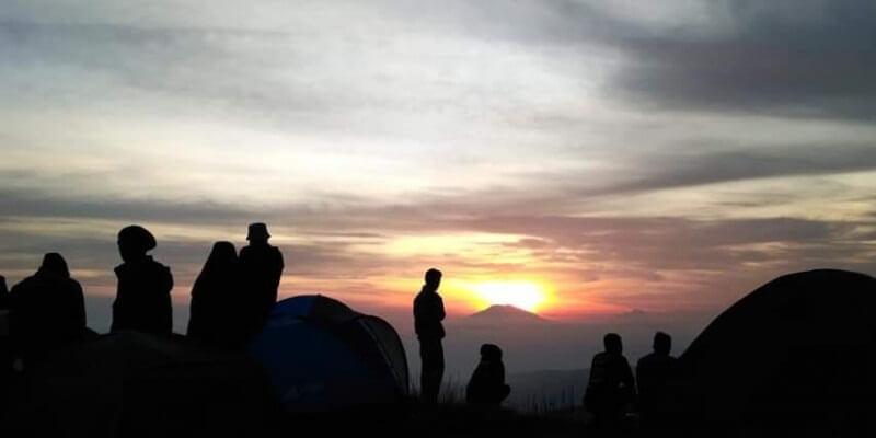 Sunrise Di Puncak Bukit Sikendil