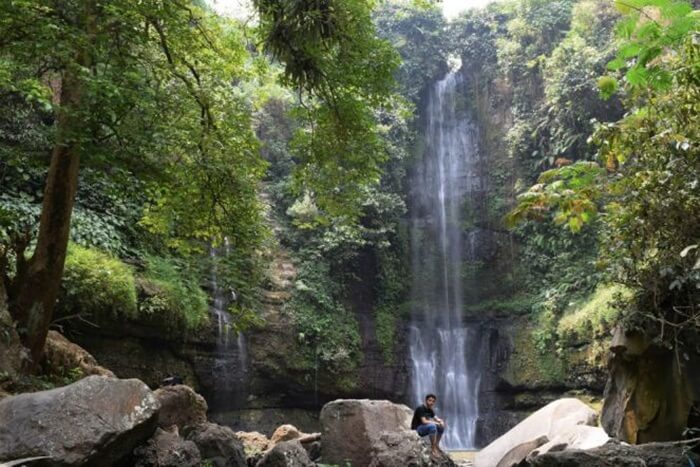 Curug panganten Tasikmalaya adalah 1 dari sekitar ratusan air terjun yang ada di wilayah Tasikmalaya.