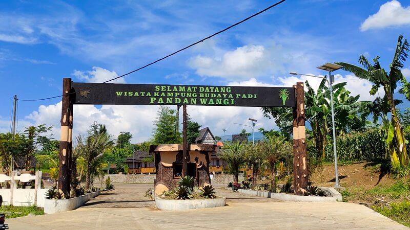 Gerbang Menuju Kampung Padi Pandanwangi