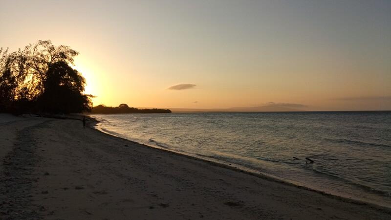 Keindahan Sunset Di Pantai Puru Kambera
