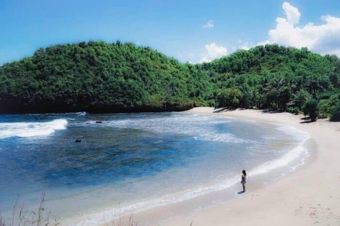 Menikmati Indahnya Pantai Bercak