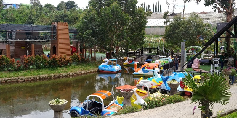 Ragam Wahana Di Lembang Park And Zoo