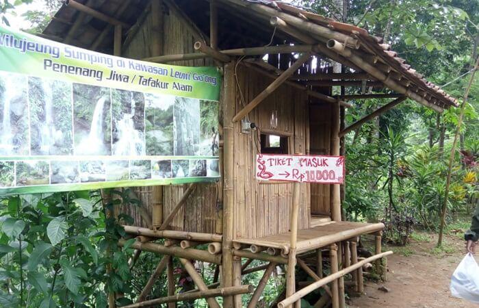 Untuk harga tiket masuk curug Muara Bogogr, pengunjung dikenakan pungutan tiket sebesar Rp. 10.000 / orang.