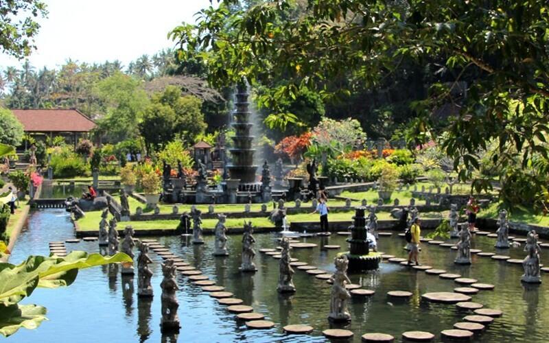 Istana Air Tirtha Gangga