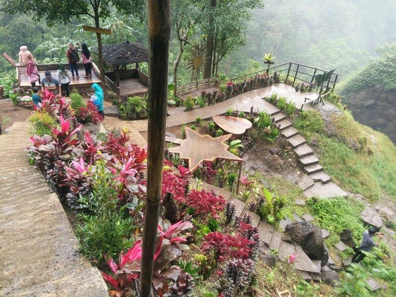 Jalur Trekking Yang Tertata Di Coban Srengenge