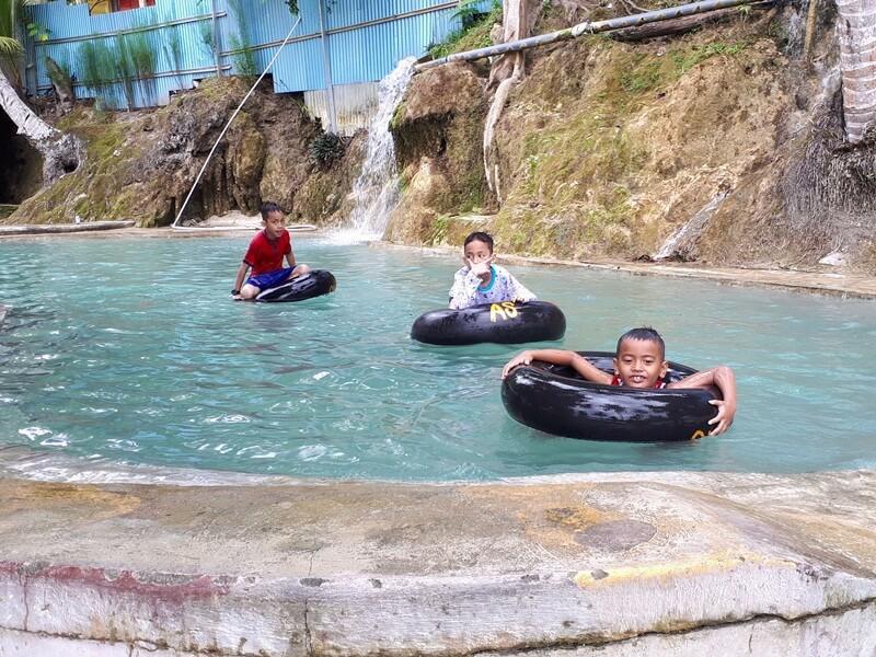 Keseruan Anak Anak Bermain Air