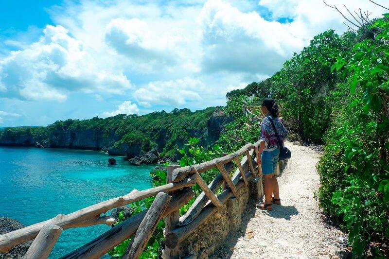 Melihat Indahnya Pantai Dari Kejauhan