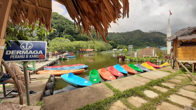 Tempat Penyewaan Perahu Air Dan Kano