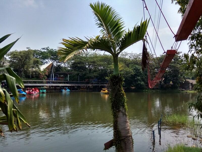 Arena Outbound Di Atas Danau