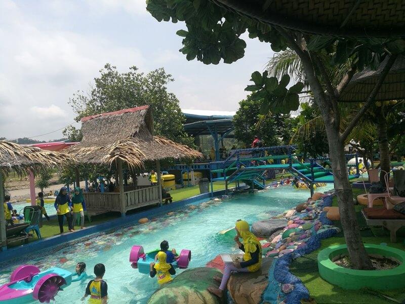 Destinasi Wisata Keluarga Di Cikao Park