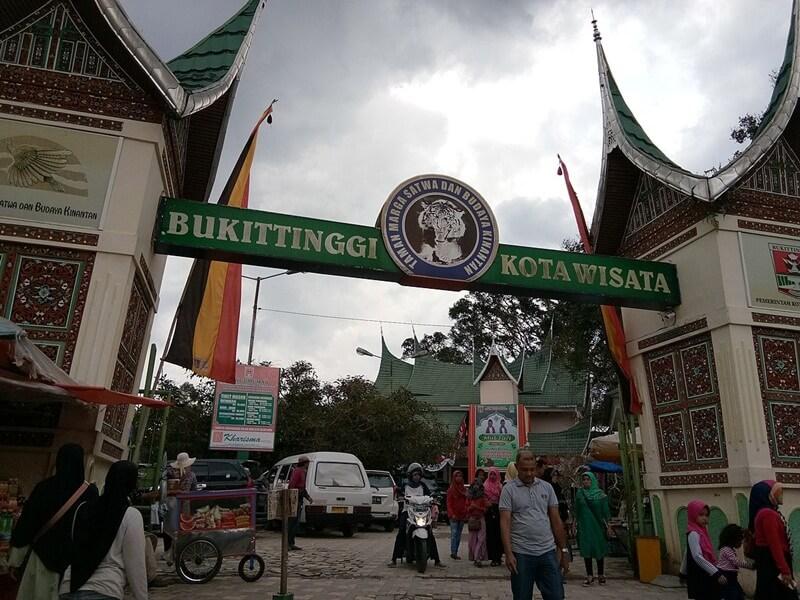 Gerbang Utama Taman Margasatwa Dan Budaya Kinantan
