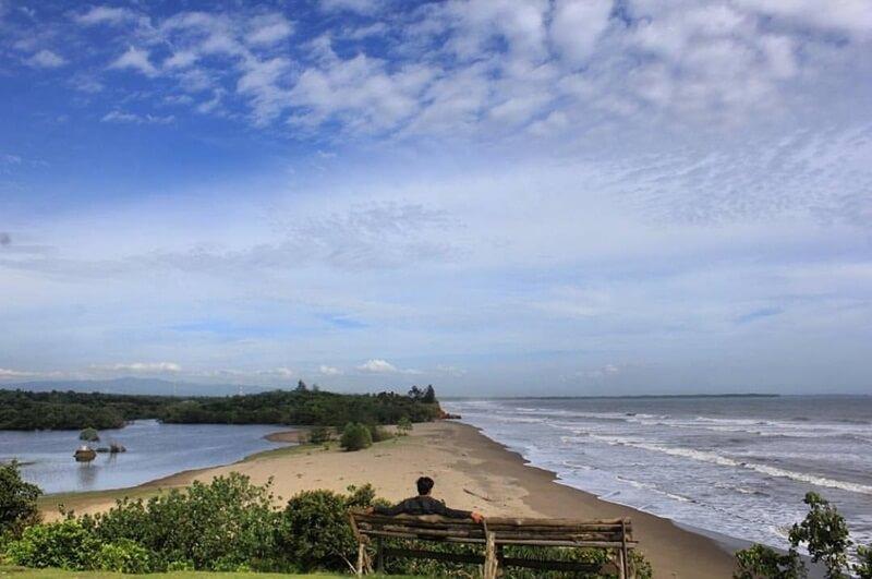 Pantai Padang Betuah Dan Danau Gedang