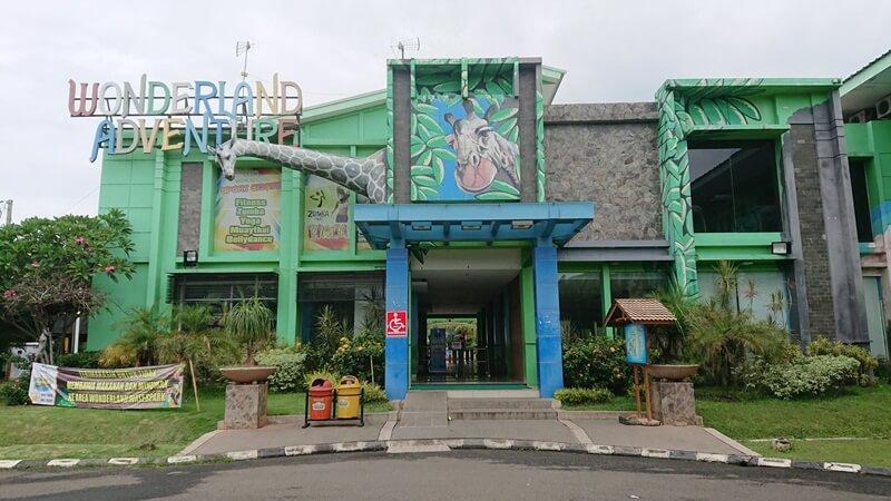 Pintu Masuk Menuju Wonderland Adventure Waterpark