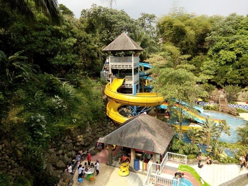 Seluncuran Yang Ada Di Waterpark Ski Bogor