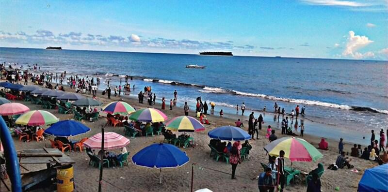 Suasana Di Atas Pasir Pantai Gandoriah