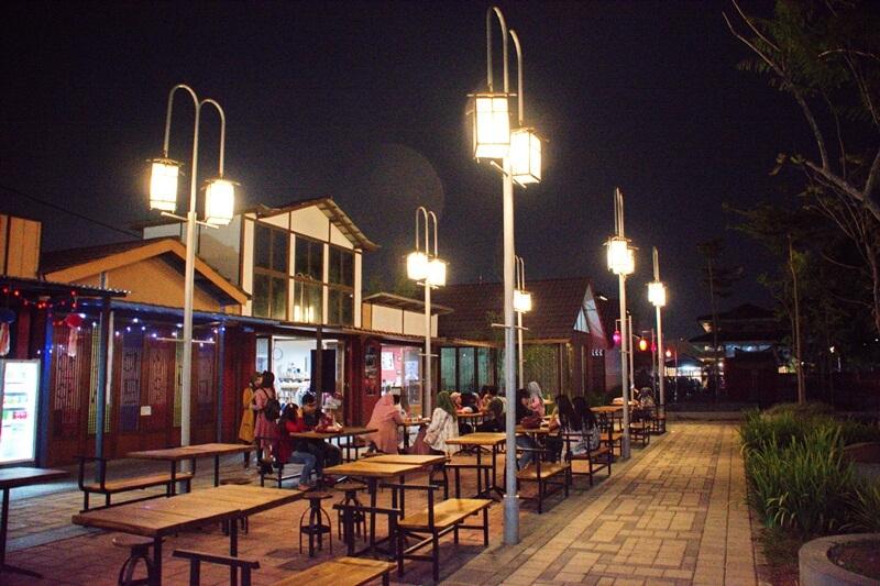 Suasana Malam Di Kampung Korea
