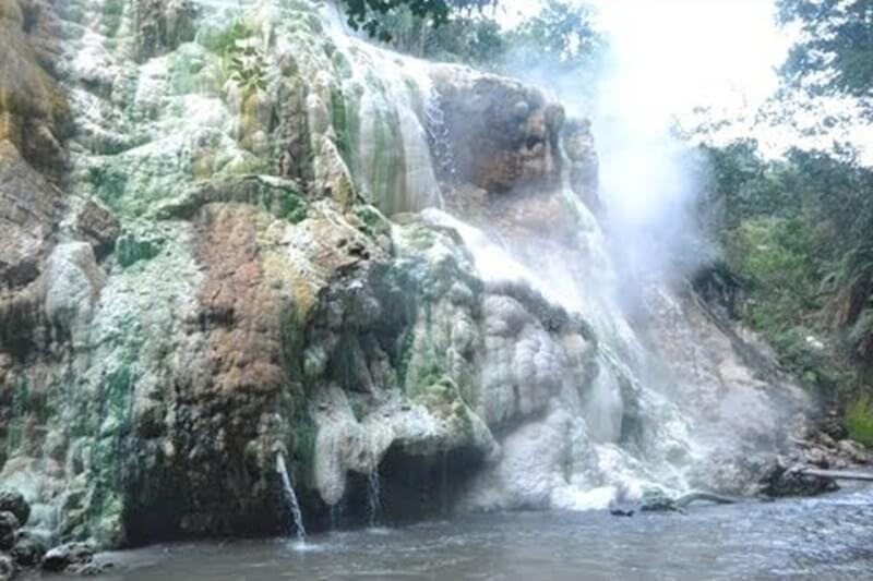Air Terjun Di Kawah Putih Tinggi Raja