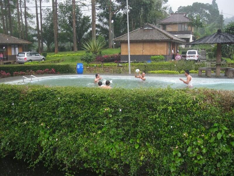 Berenang di Agrowisata Gunung Mas Puncak