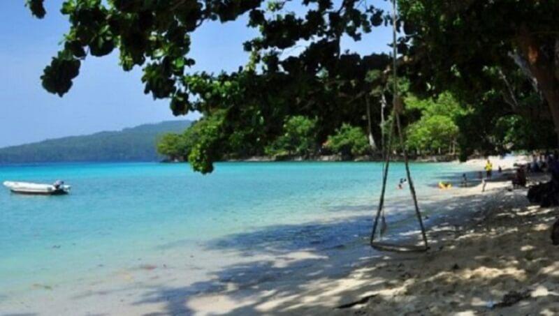 Bermain Pasir Di Pantai Lanaga