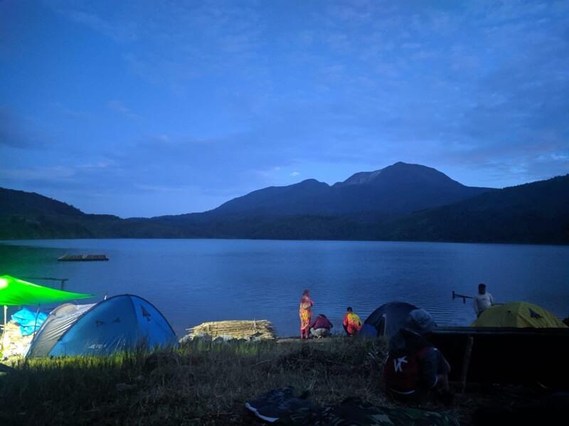 Camping Di Area Danau Talang