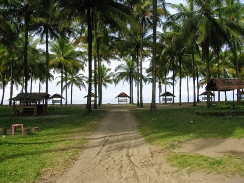 Gazebo di Pantai Pasir Jambak