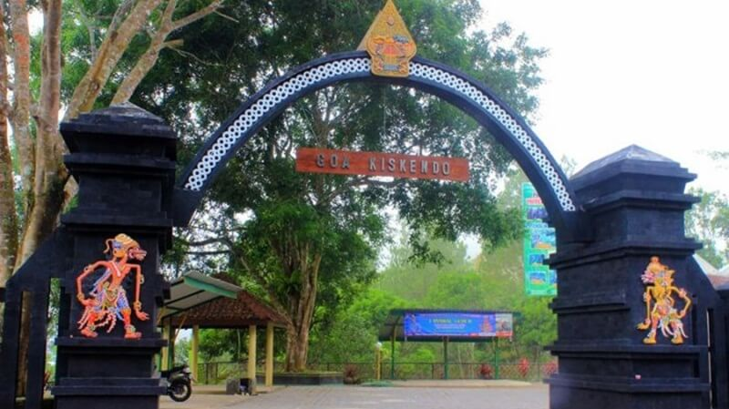 Gerbang Masuk Goa Kiskendo