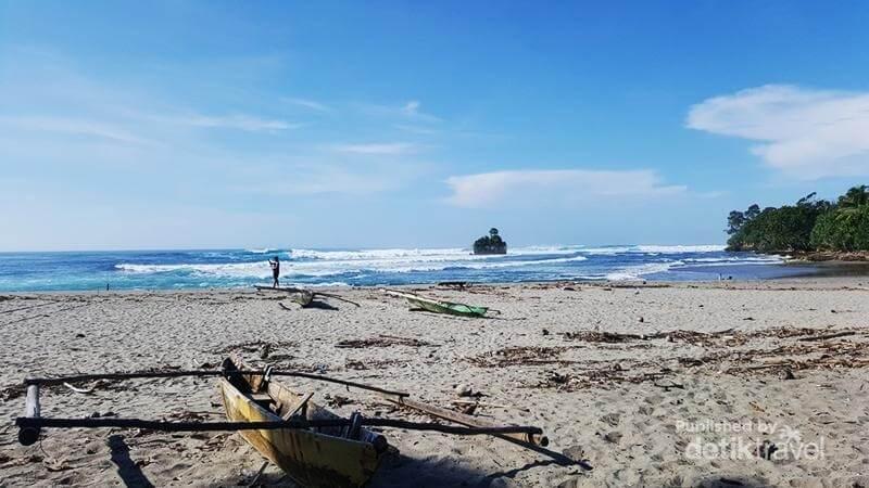 Keindahan Pantai Way Hawang