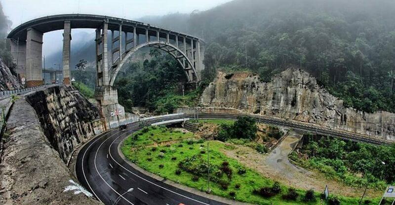 Mahakarya Jembatan Kelok Sembilan