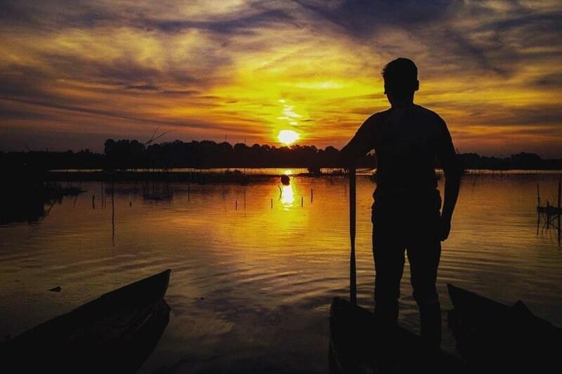 Matahari Terbenam Di Danau Sipin