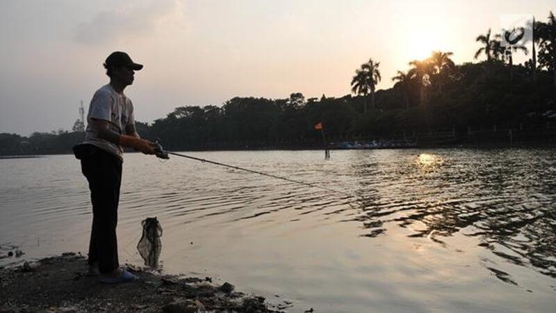 Memancing Di Danau Sipin