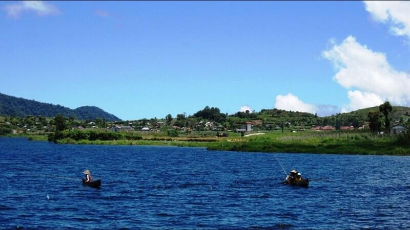 Memancing Di Objek Wisata Danau Kembar