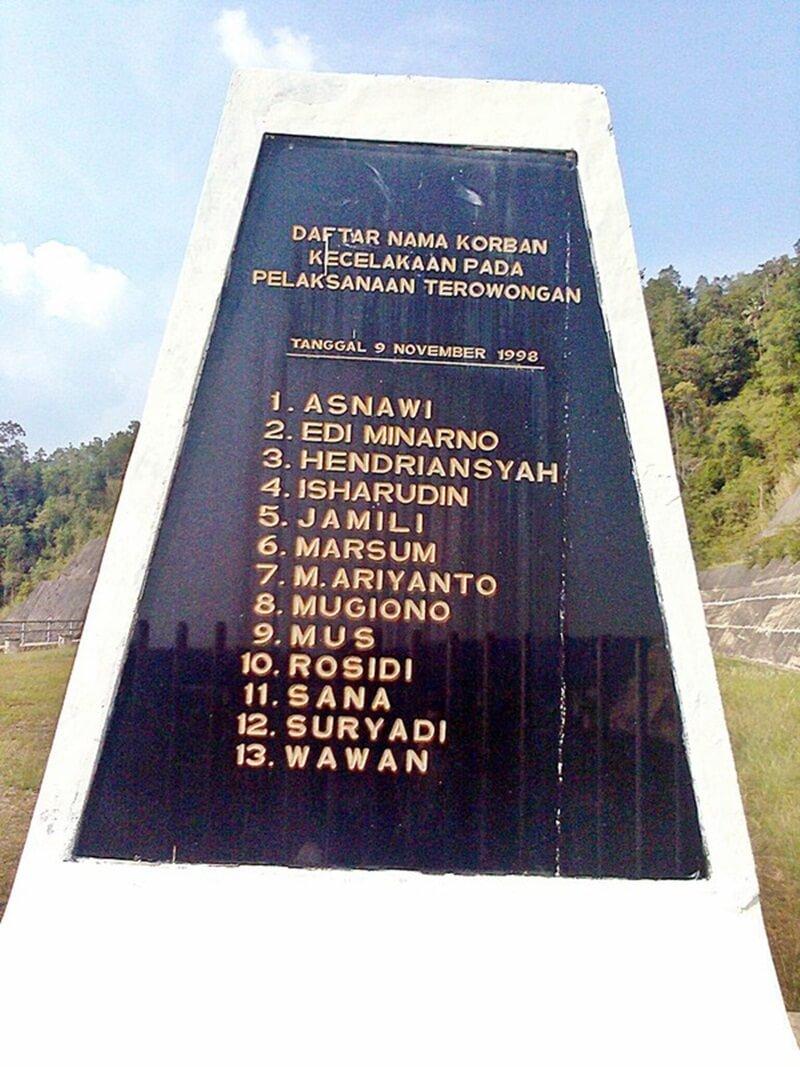 Monumen Para Pekerja Yang Menjadi Korban Di Batu Tegi