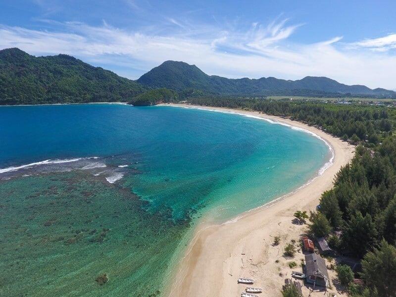 Pantai Lampuuk Kebanggaan Aceh