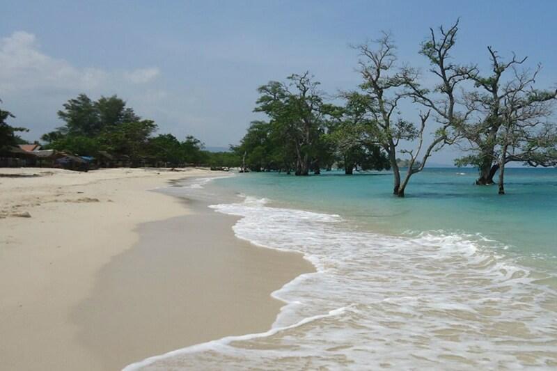Pasir Putih Pantai Lhok Mee