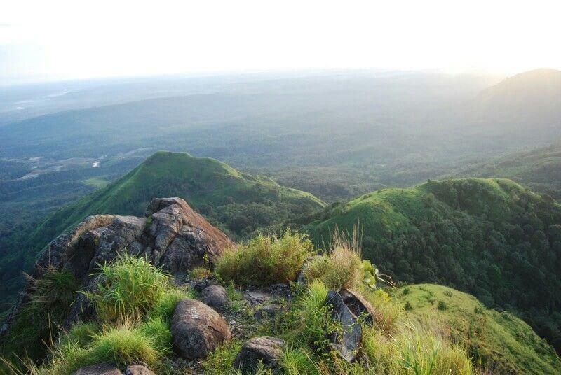 Pemandangan Dari Puncak Bukit