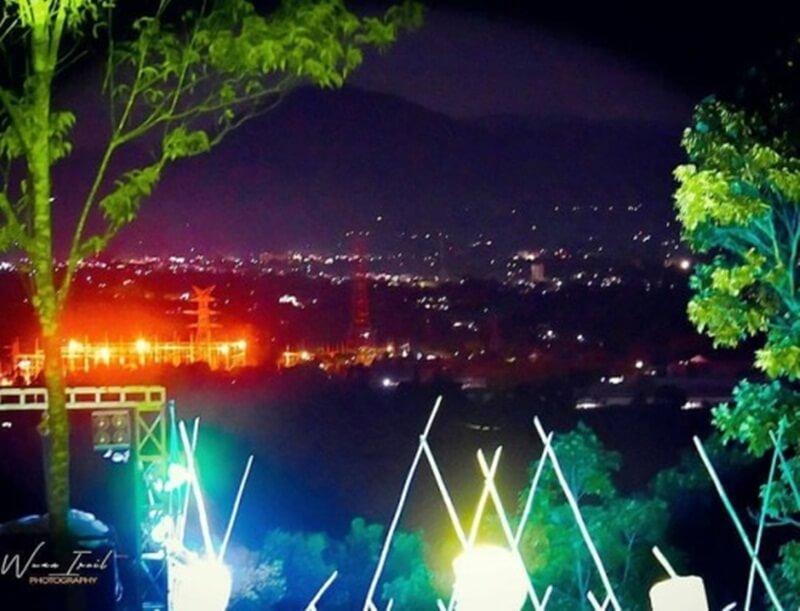 Pemandangan Malam Hari