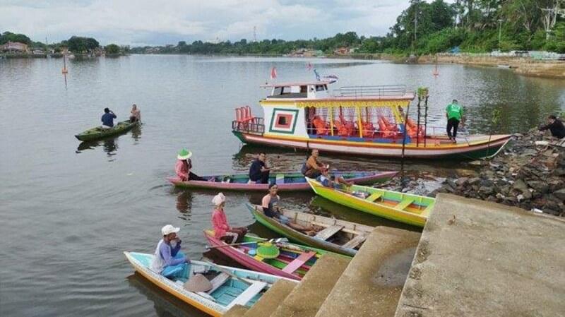 Perahu Sarana Wisata Danau Sipin
