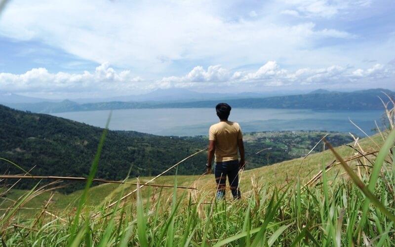 Pesona Danau Singkarak Dari Puncak Gagoan